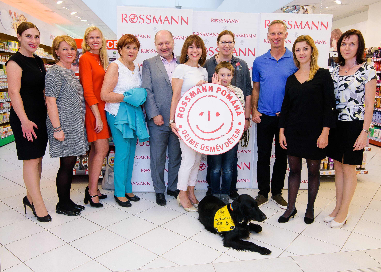 Zahájení kampaně Dejme úsměv dětem v pražské prodejně ROSSMANN